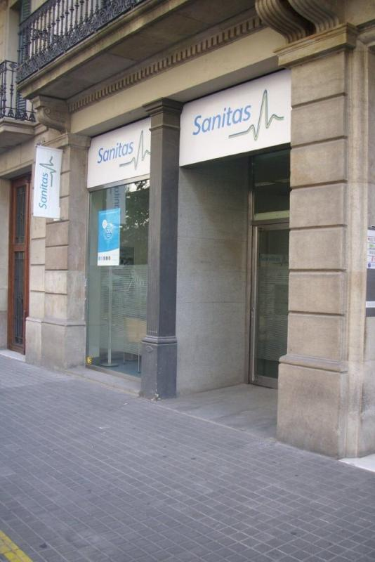 Sanitas s a remodelaci n de diversos consultorios for Oficinas sanitas barcelona
